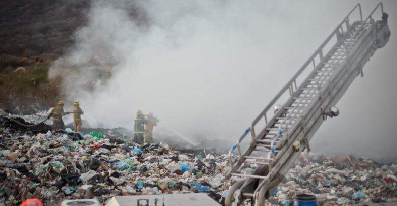 Incendio en vertedero Ocotlán. Foto: Facebook.