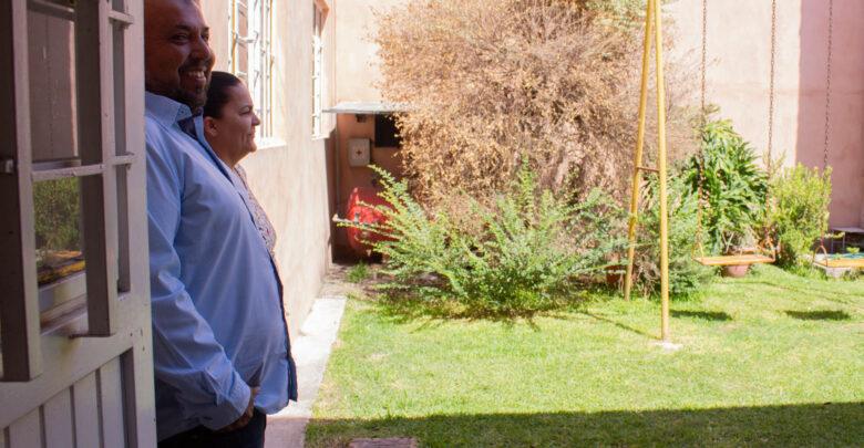 El Sr. Francisco y la Sra. Lidia recuerdan con felicidad las ocasiones que el patio de su casa se llenaba de niños de kínder, a quienes les ofrecían un refrigerio después de darles un tour por el taller.